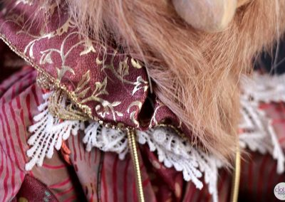 leopold the lion doll - cloth magic collar detail