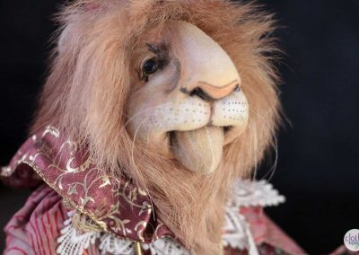 leopold the lion doll - cloth magic face detail