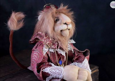 leopold the lion doll - cloth magic side