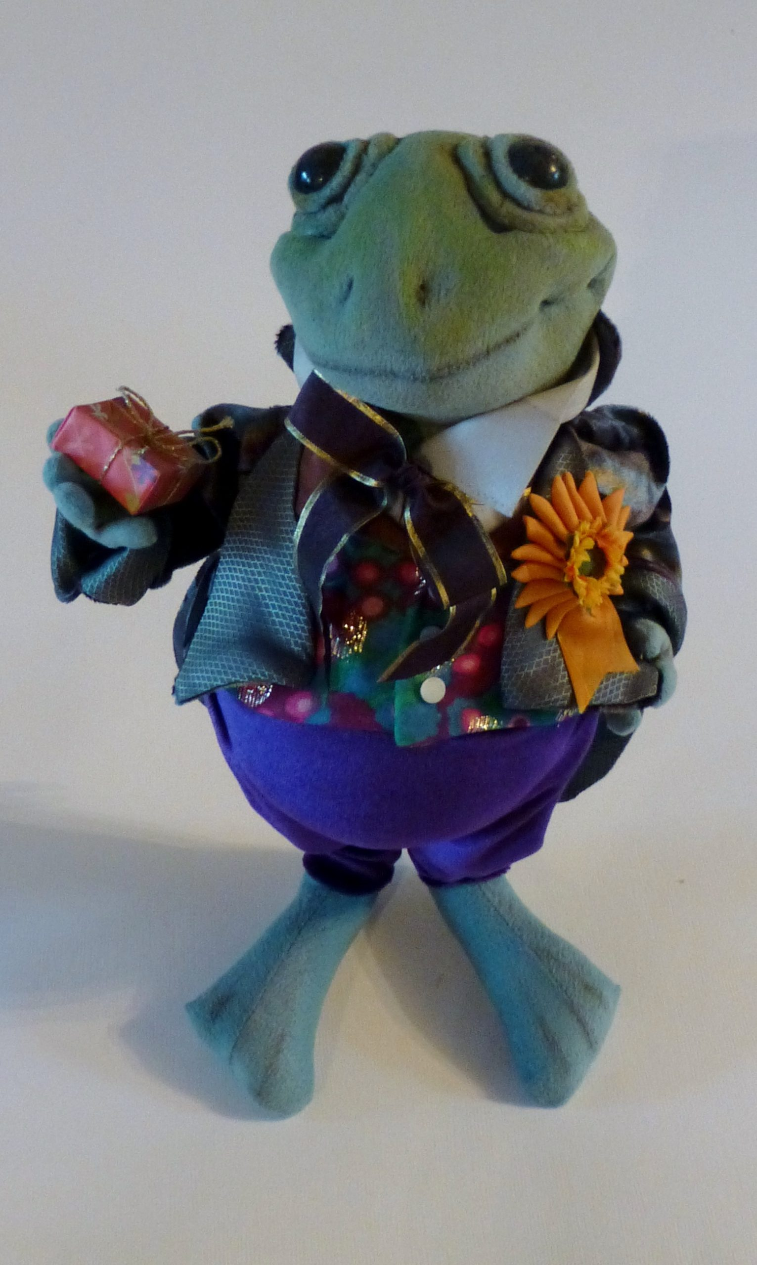 courting frog art doll by karen shifton - 06