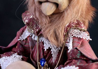 leopold the lion doll - cloth magic front detail