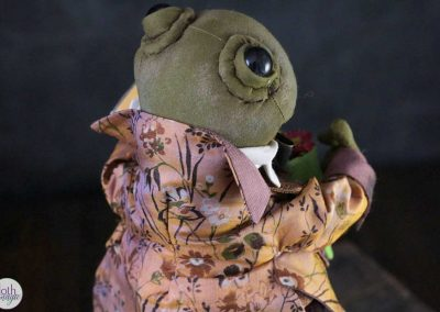 courting frog doll back detail - cloth magic