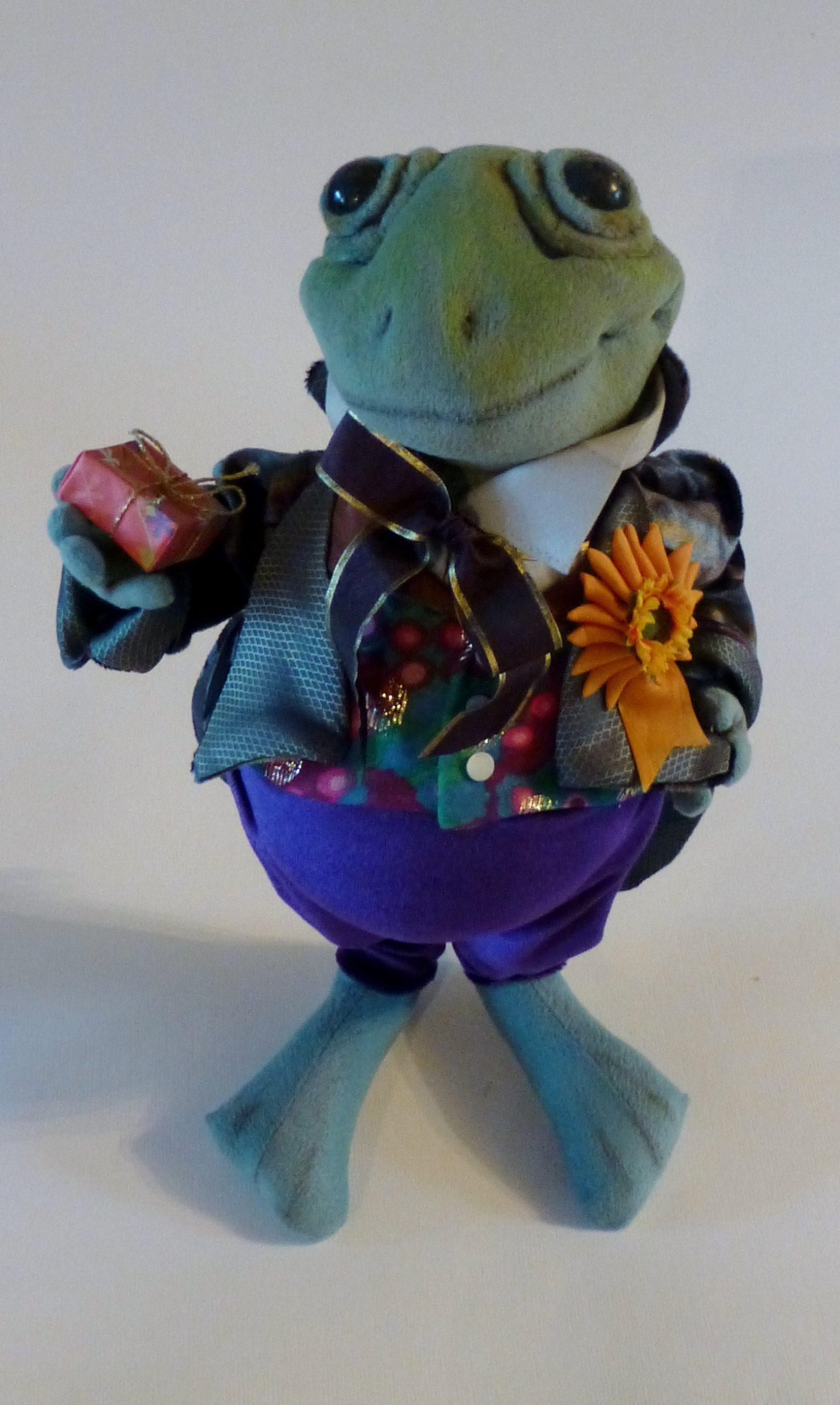 courting frog art doll by karen shifton - 06